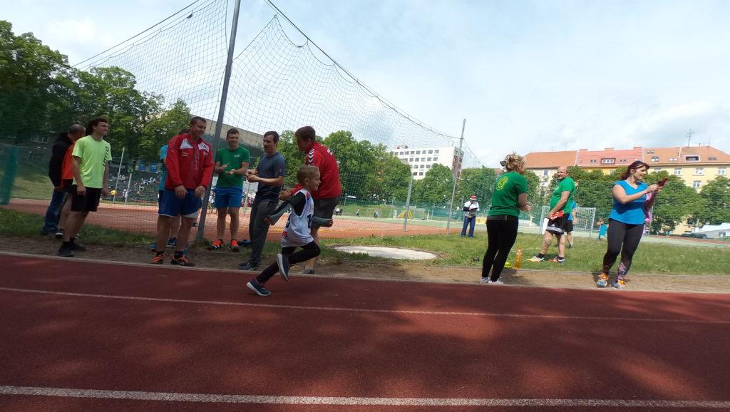 mladší žák Ondřej Šebesta běží dlouhou trať